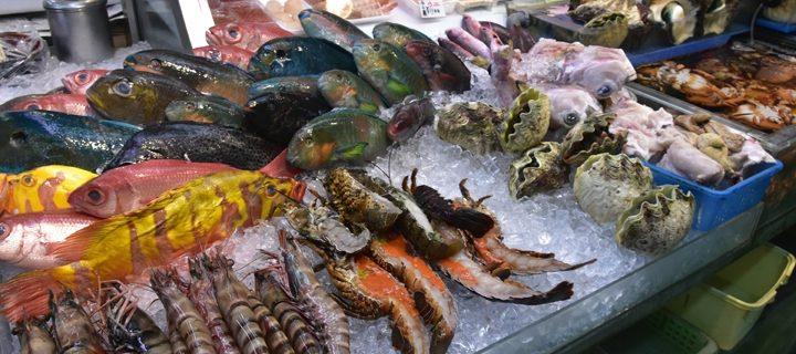 とびきり新鮮な魚で贅沢朝ごはん! 第一牧志公設市場にGO<沖縄旅行>