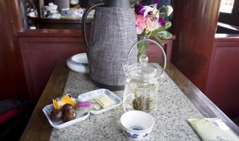 <上海旅行>池の中に建つ伝統的茶館「湖心亭茶楼」で味わう中国茶@豫園