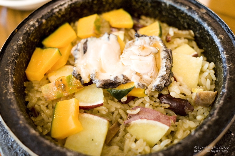 「珊瑚アワビ(サノチョンボ)」で食べる珍しいアワビの石焼ビビンバ #済州島